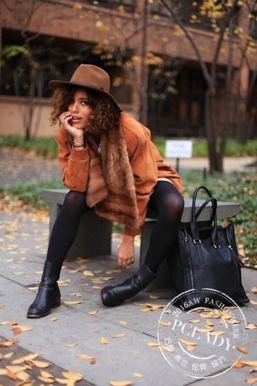 """时装周街头的""""少数派"""" 她的街拍堪比大片"""
