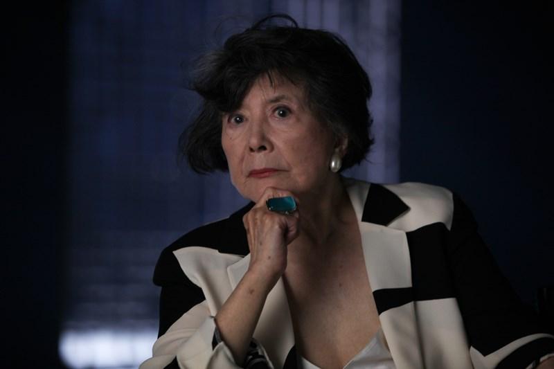 周采芹出生于1936年,是京剧大师周信芳和第二任妻子裘丽琳所生的第三个孩子