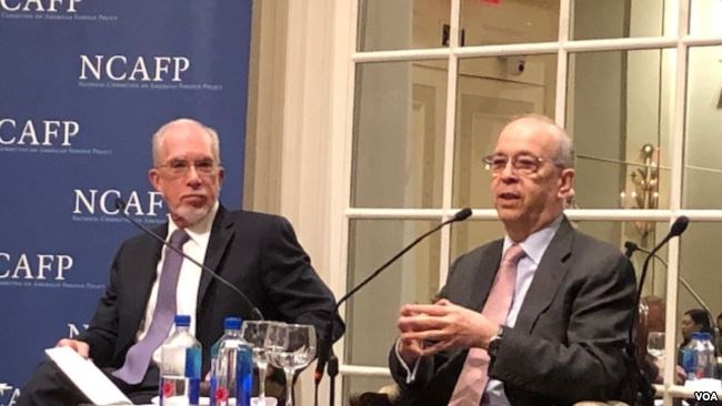 东亚政策研究中心和布鲁金斯学会的高级研究员李维亚(Evans J.R. Revere)和美国前负责亚太事务的助理国务卿丹尼尔·拉塞尔(Daniel Russel)(方冰拍摄)