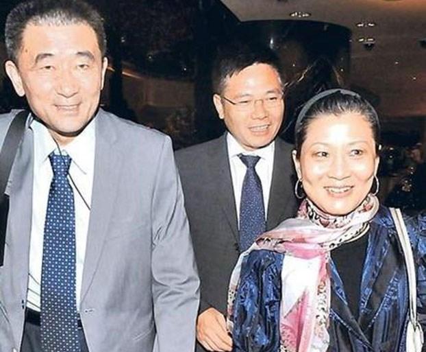 朱燕来(右)和梁青(左一)。(图源:明镜网)
