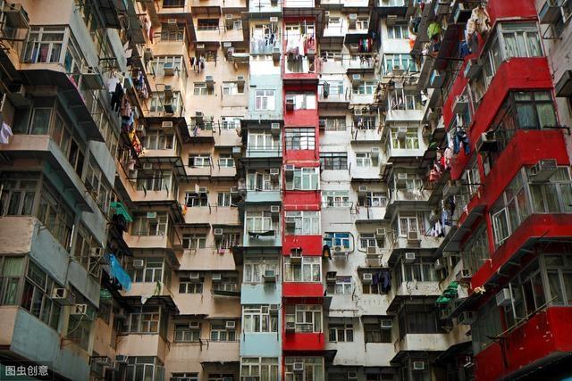 李嘉诚,一个坐拥2400亿被香港人痛恨的可怜人