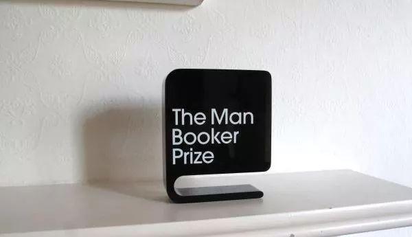诺贝尔文学奖,该被取消了吗?