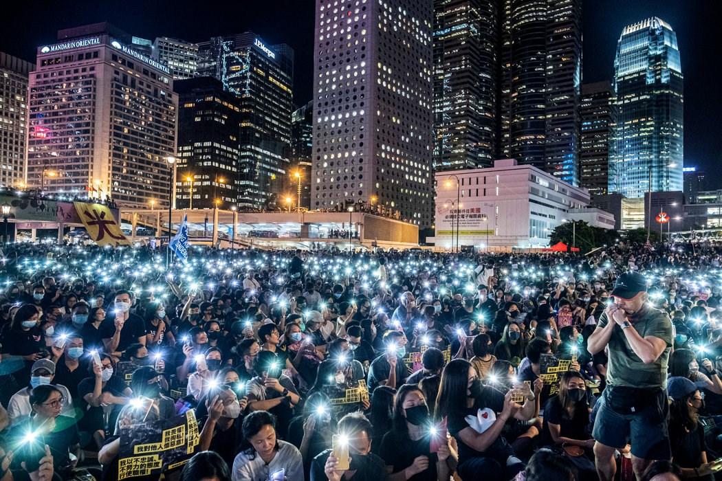 周五,香港举行集会支持被拘留的抗议者。