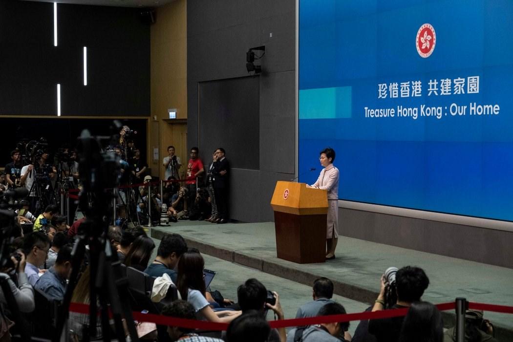 香港特别行政区行政长官林郑月娥面临着平息抗议,以及在国家安全立法上合作的压力。