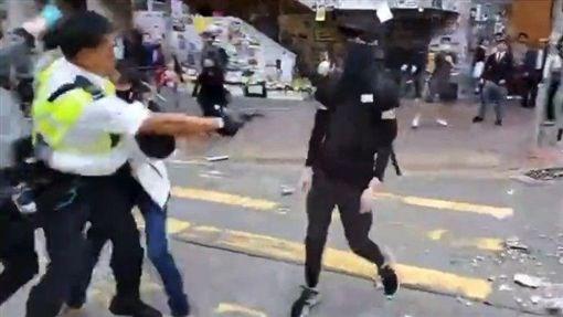 香港警察西灣河開實彈真槍 民眾中彈倒地/立場新聞 ID-2236151
