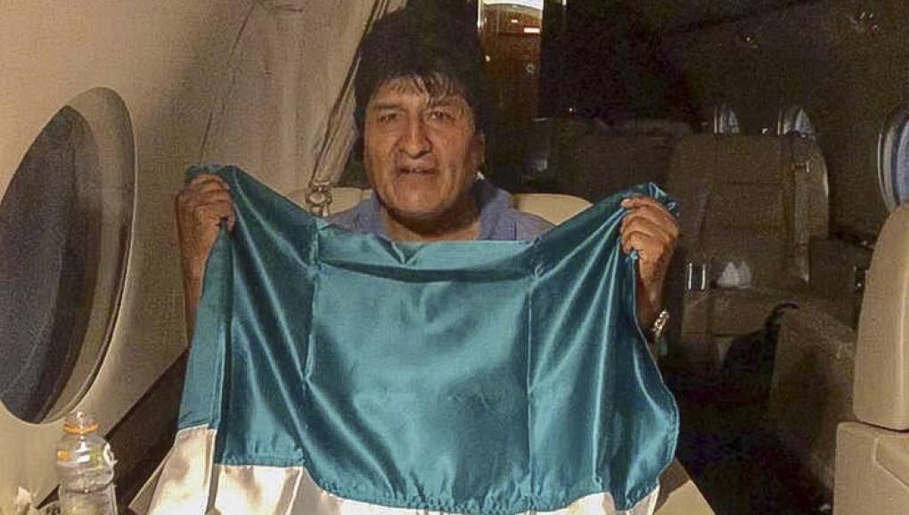 玻利维亚前总统莫拉莱斯逃亡过程中在墨西哥军机上的资料图片