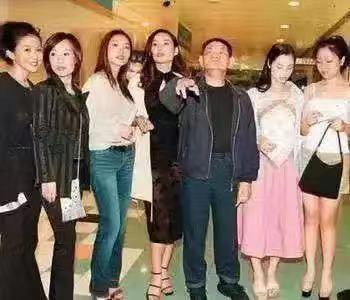 47岁香港女演员转行做服务员:当年有多疯狂,如今就有多凄凉
