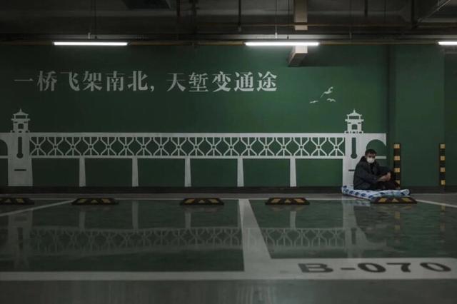我在武汉街头流浪20天,头发白了一半