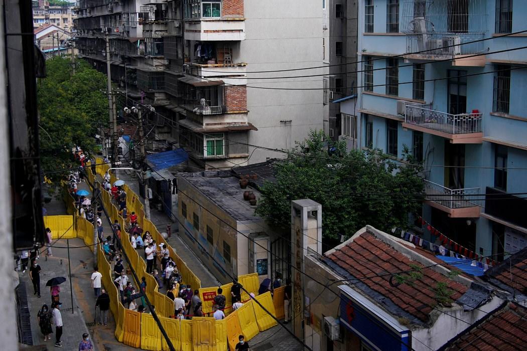 周日,武汉的核酸检测。