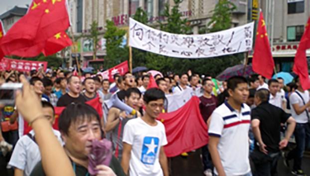 资料图片:2012年8月,受民族主义情绪感染的中国民众在西安举行反日示威。(市民提供)