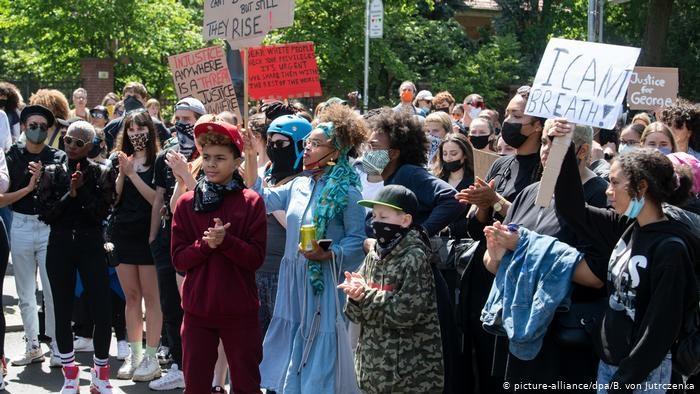 Deutschland Protest nach dem Tod von George Floyd in Berlin (picture-alliance/dpa/B. von Jutrczenka)