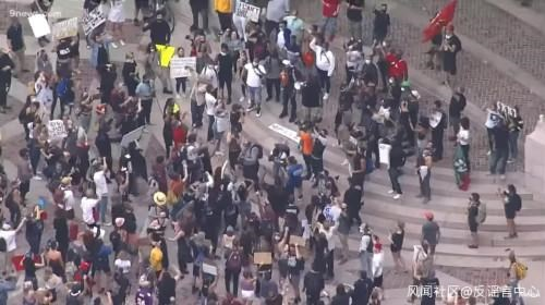 """美国抗议中出现""""咱们工人有力量""""横幅?媒体证实"""