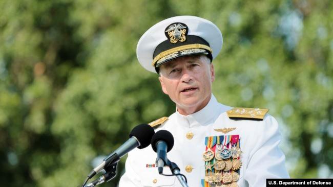 美国海军上将温尼菲尔德(Admiral Sandy Winnefeld)2015年7月31日在退役仪式上发言(美国国防部照片)