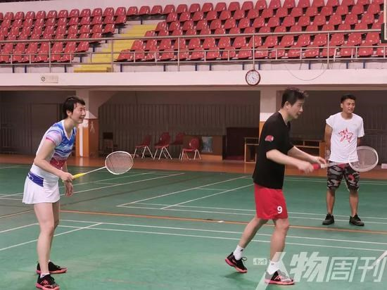 郝海东和叶钊颖常在一起打羽毛球