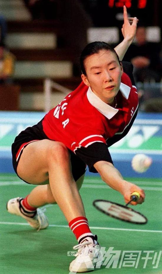 1999年4月11日,日本羽毛球公开赛女单决赛,叶钊颖击败龚智超夺得冠军
