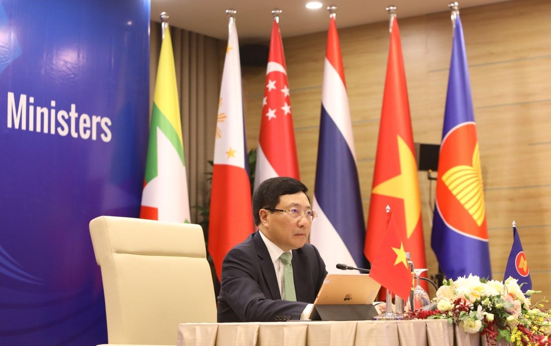 越南副总理范平明主持2020东南亚国家协会视讯高峰会,强调南海活动须遵守1982年的《联合国海洋法公约》。 图:翻摄自ASEAN官网