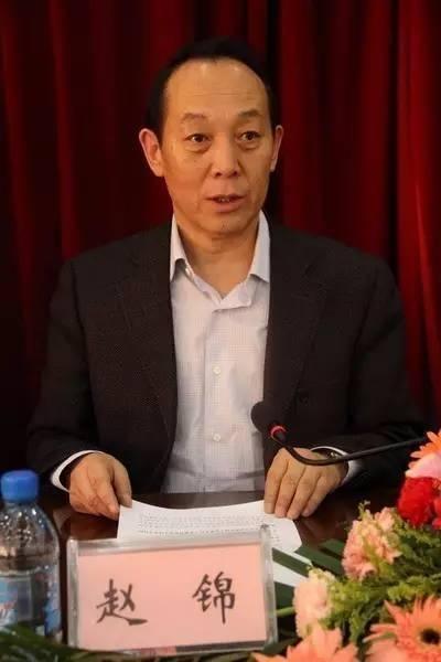 已婚情妇敲诈内蒙古一副市长190万元,以自杀和举报相威胁,还跟踪骚扰另外两情妇数年
