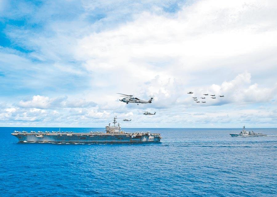 美國不斷在南海及台灣問題上叫陣施壓北京。圖為7月6日,美航母「雷根號」在南海航行。(取自美國海軍官網)