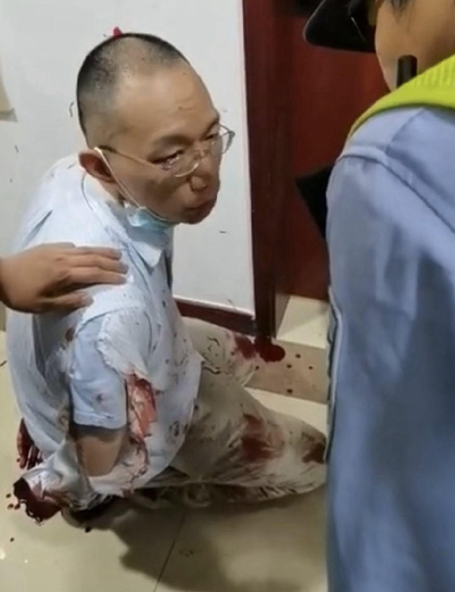 命案发生后,姜文华在复旦大学被捕。(微博@冲锋号角)